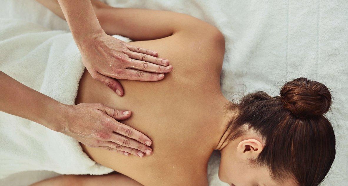 Entspannende Rückenmassage im Spa Resort Styria in Bad Waltersdorf